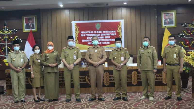 Pelantikan Fungsional dan Pengambilan Sumpah/PNS di lingkungan PemProv Kalimantan Tengah