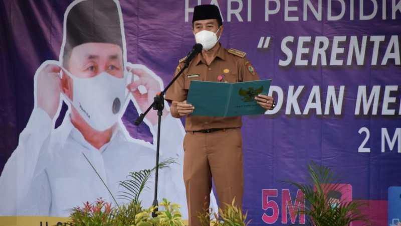Kepala Dinas Pendidikan Prov. Kalteng Ahmad Syaifudi, Pimpin Upacara Peringatan Hardiknas Tahun 2021