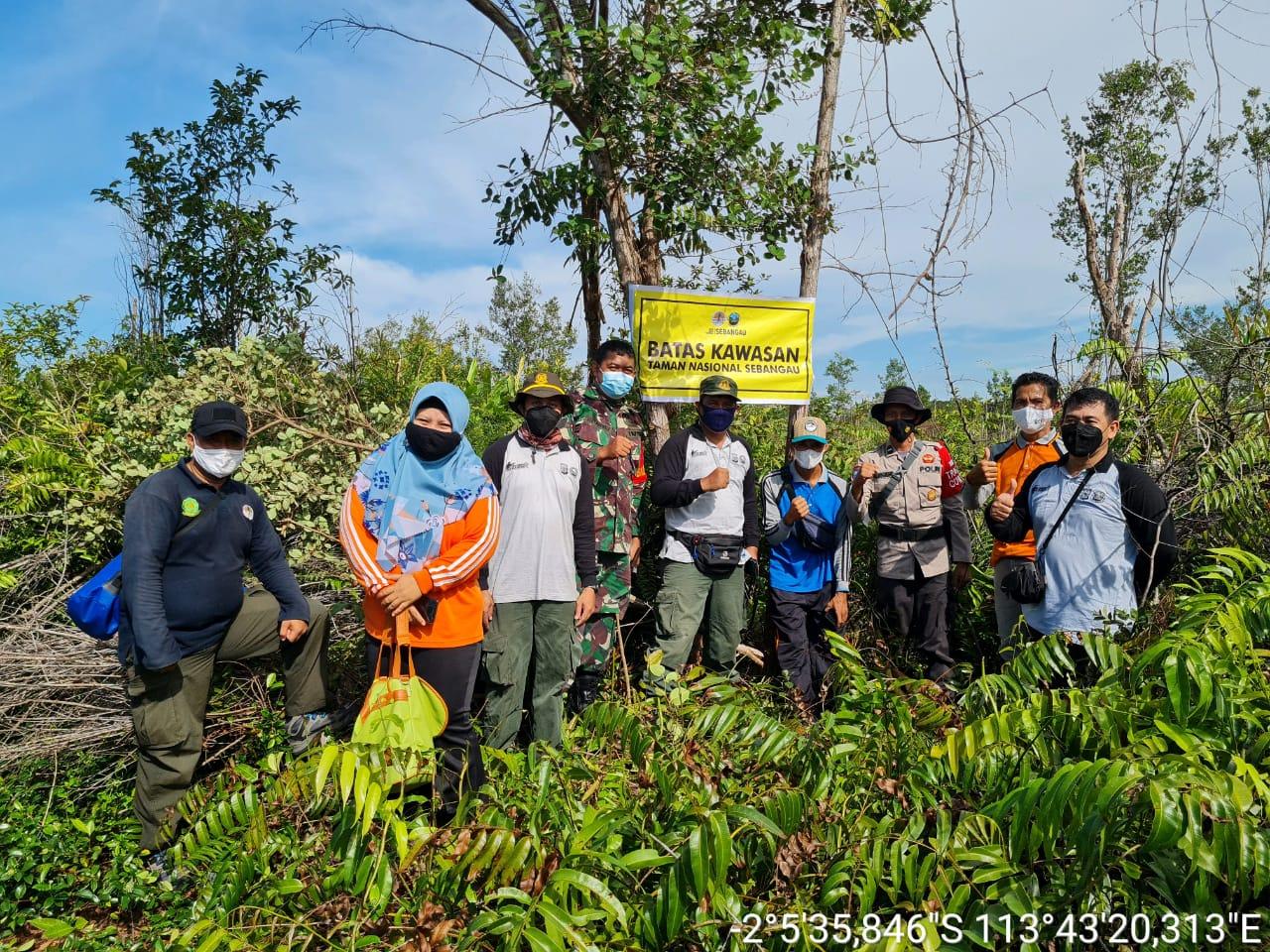 Bhabinkamtibmas Aipda Azis Ajak Masyarakat Menjaga Kawasan Taman Nasional
