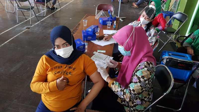 Bupati Jepara Didampingi Dandim 0719 Dan Kapolres Tinjau Vaksinasi Massal Covid-19