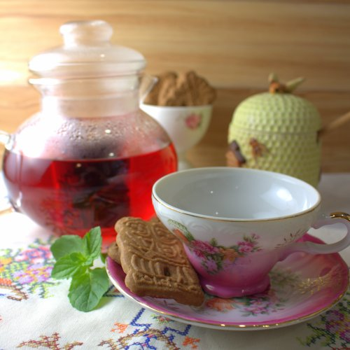 Mrs. Mango's Hibiscus Flower Tea Steeping