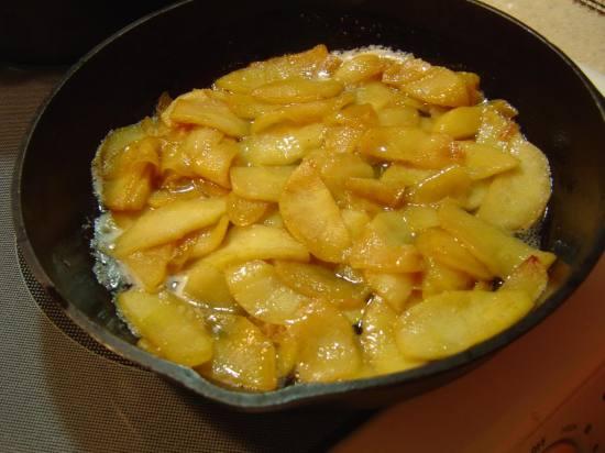 Spreading apples in single layer in skillet