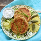 Salmon Cakes (Retro Fish Burgers)