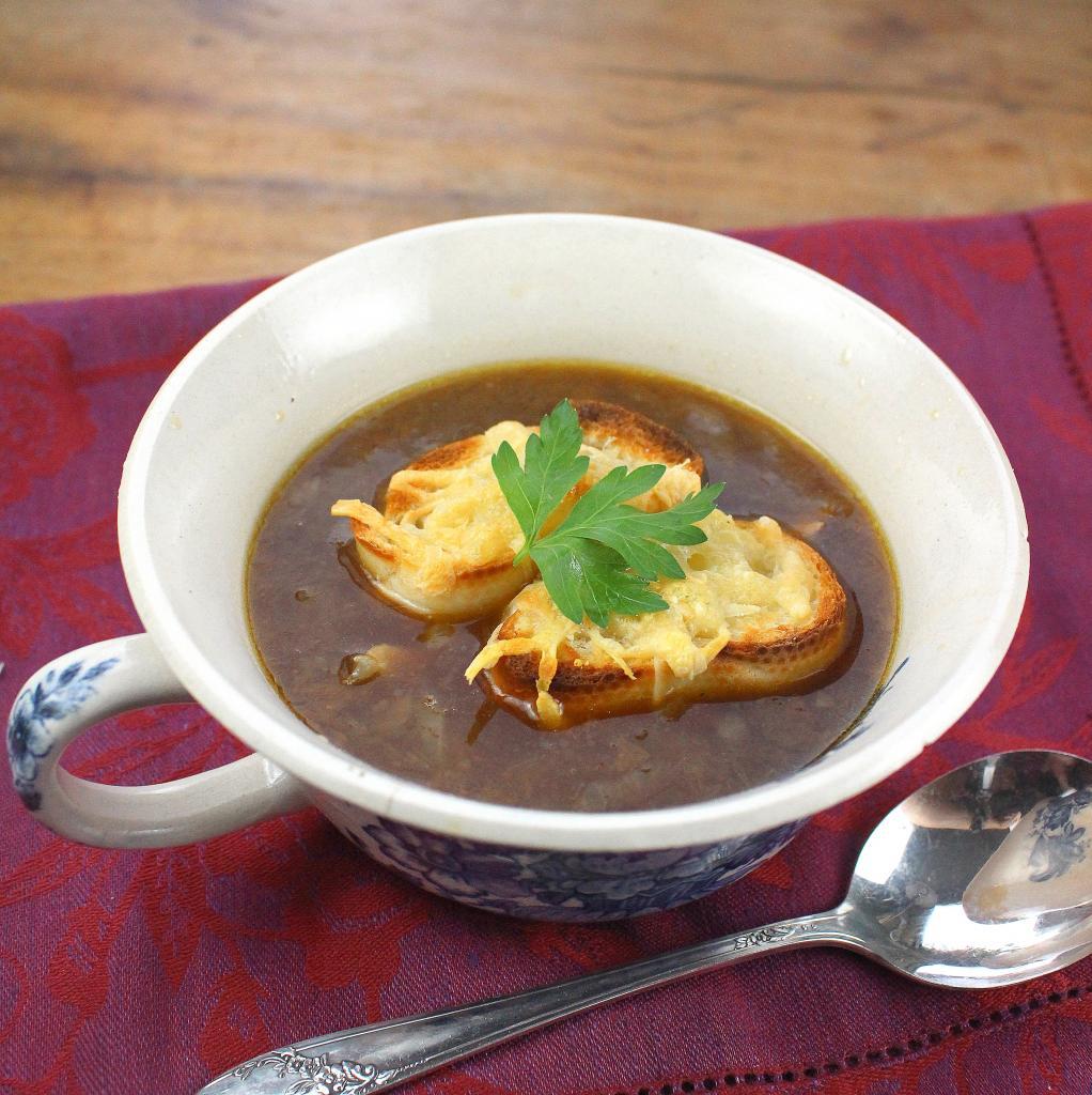 soupe l 39 oignon gratin e french onion soup. Black Bedroom Furniture Sets. Home Design Ideas