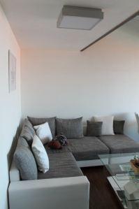 Moderní, rozkládací rohová sedačka v apartmánu Pavlov