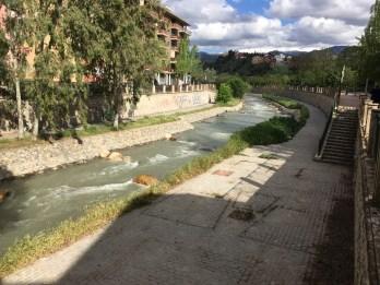 Passarela à margem do rio Genil