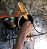 Boiling the balau tree resin