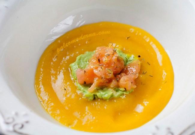 Tartar de salmón con crema de mango y aguacate