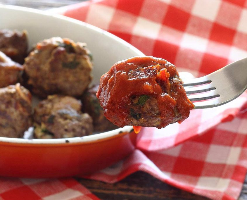 Easy paleo recipe for beef and bacon meatballs