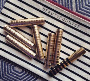 lipstick-on-makeup-zipper-case-750x675