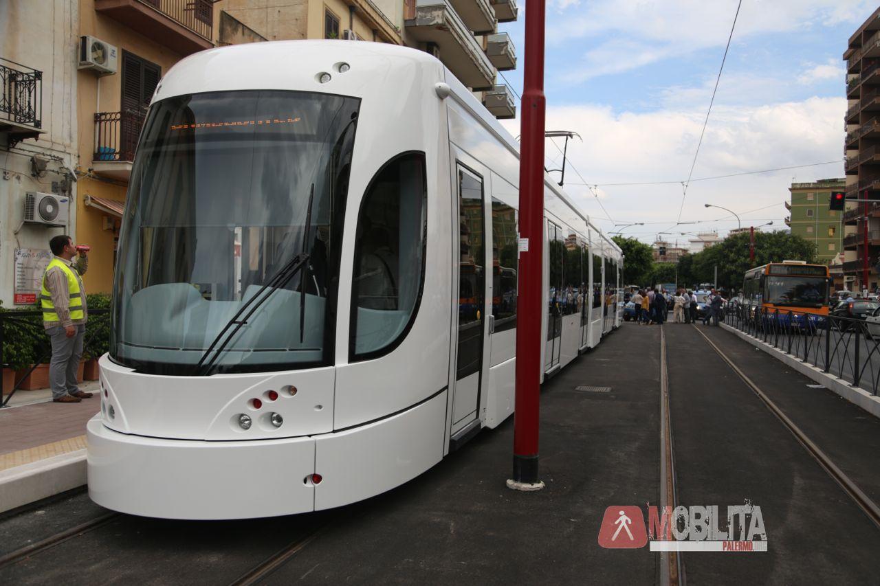 Video e foto il primo viaggio del tram di palermo for Mobilita palermo