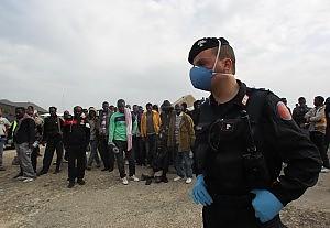 Isola allo stremo, 2000 migranti in 24 ore Cittadini in rivolta, mercoledì l'evacuazione