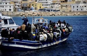 In otto ore approdati 1250 profughi ma nessuna traccia dei migranti in difficoltà