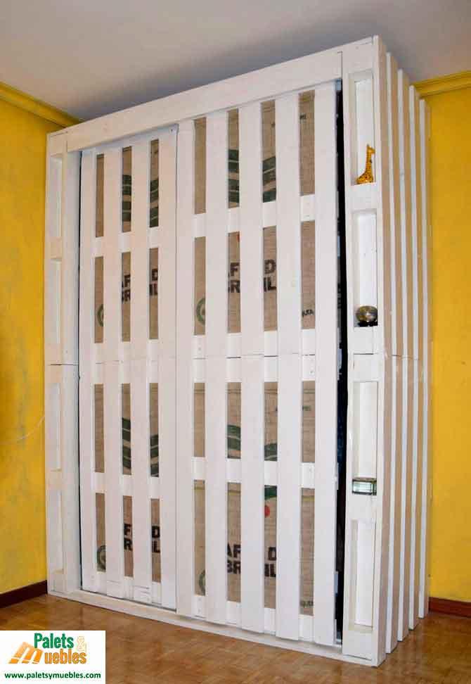 Armario hecho con palets palets y muebles for Puertas corredizas de palets