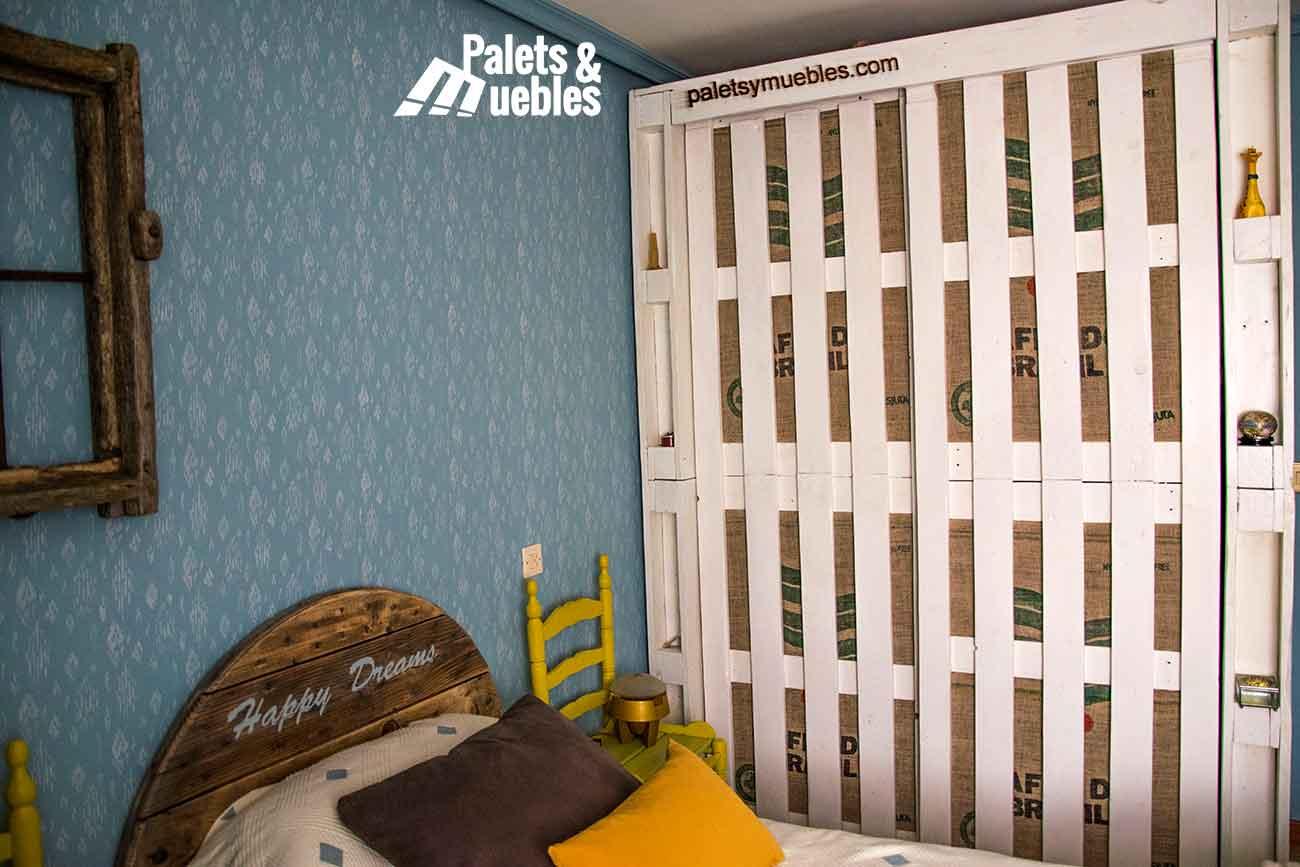 dormitorio armario con palets palets y muebles