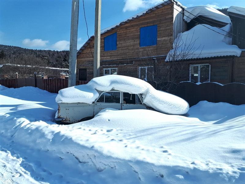 listvyanka soviet car snow