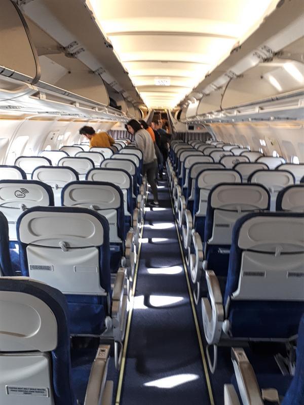 tarom a318 boarding