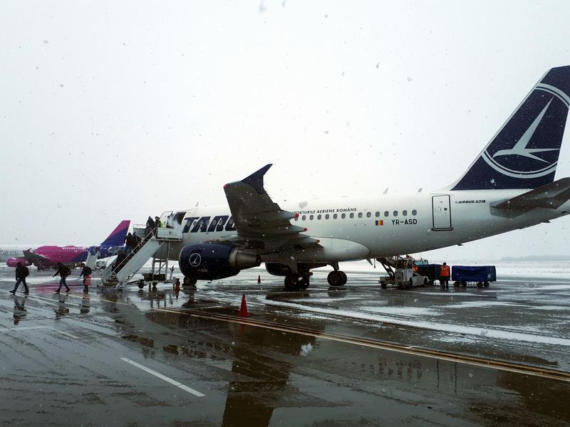 deplaning Sibiu tarom domestic flight review