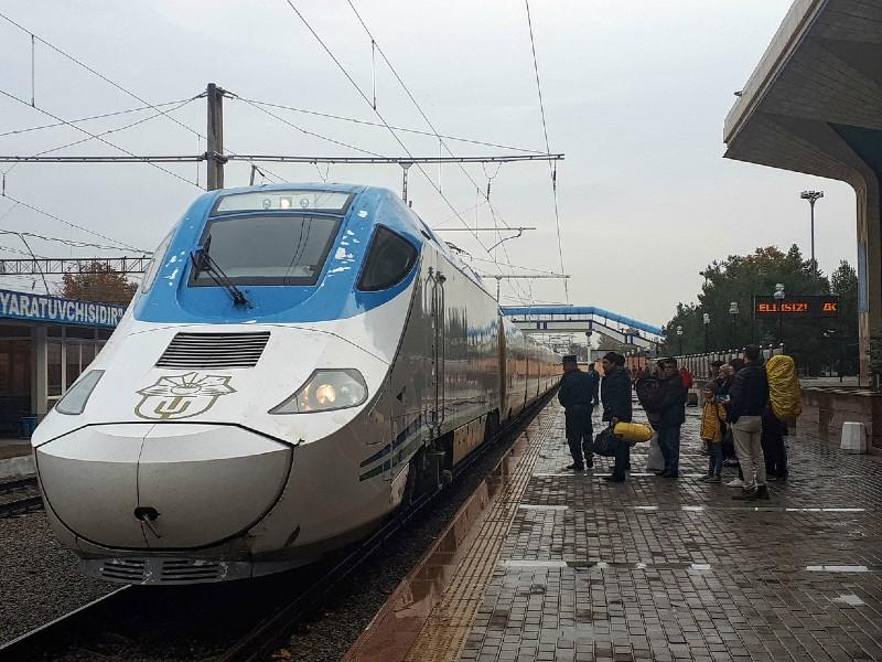 uzbekistan train