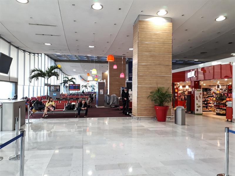paris cdg terminal 2c interior