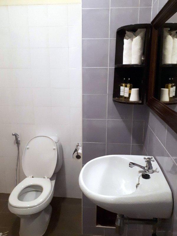 khamvongsa bathroom
