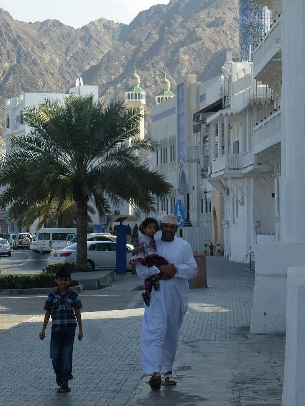oman omani people traditional clothes