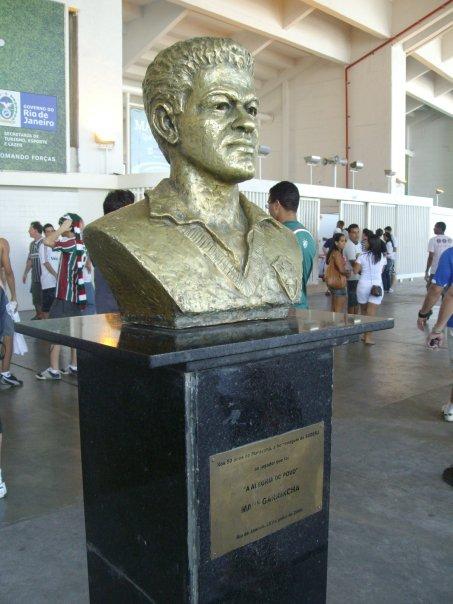 garrincha statue maracana rio