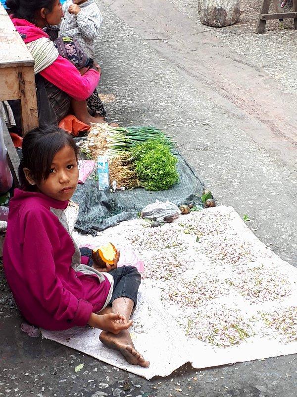 child luang prabang market