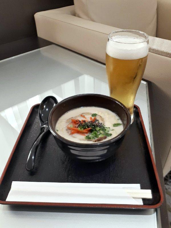 pork ramen noodles ana business lounge