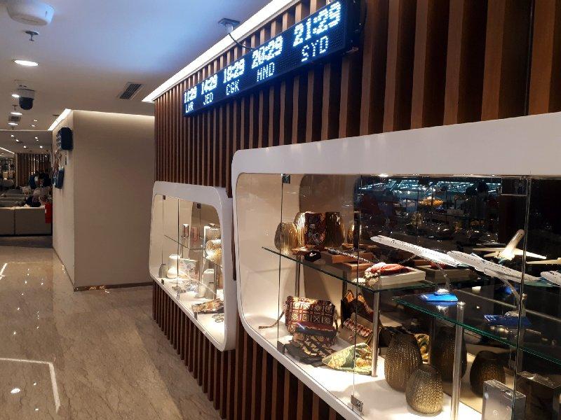showcase lounge
