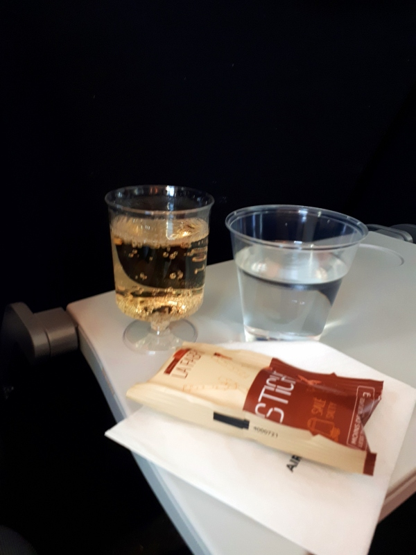 air france economy class boeing 787 champagne
