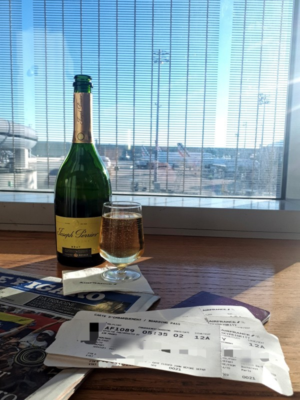 laurent perrier champagne air france business lounge cdg airport terminal 2e hall k