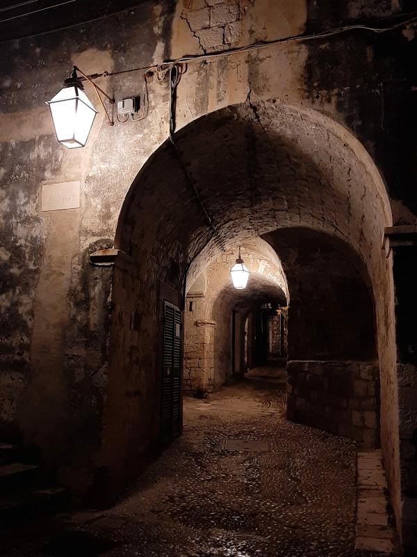 alleyways dubrovnik night