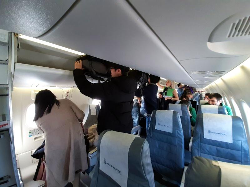 dash 8-400 boarding