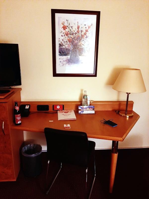 desk hotel