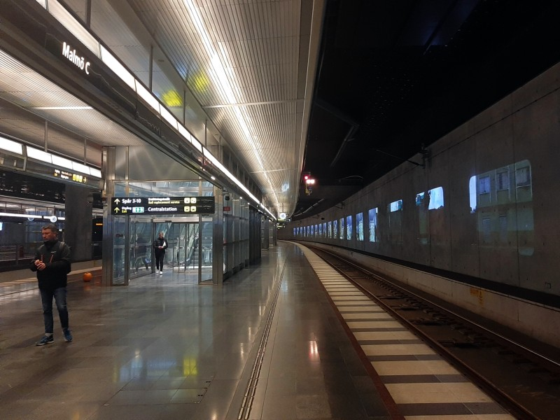 through platform malmo station