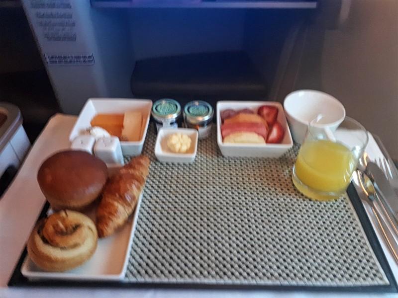 breakfast saudia business class jakarta boeing 777 review