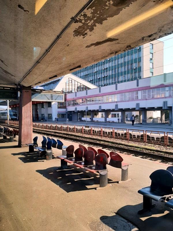 craiova railway train station romania corona vaccine