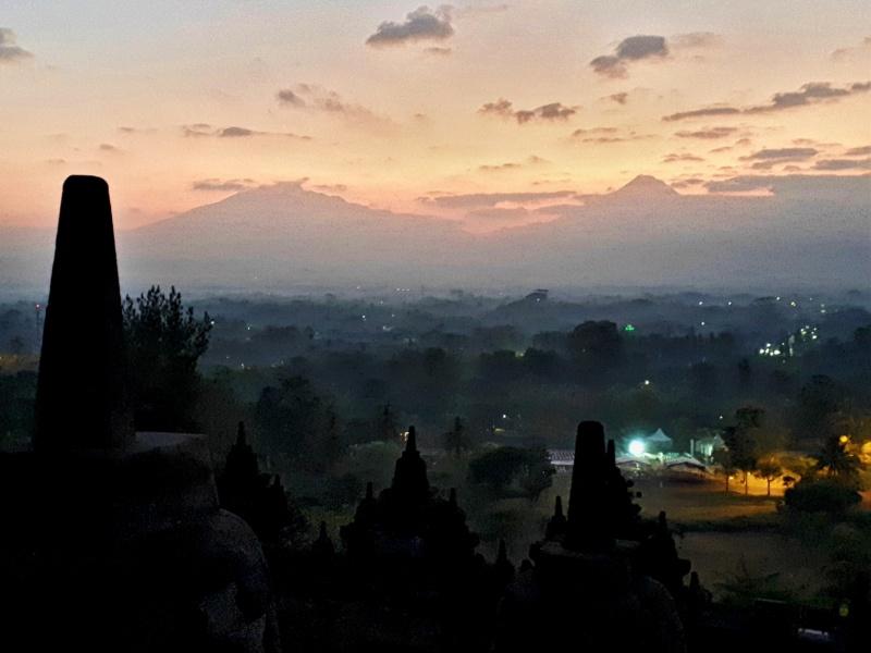 borobudur sunrise indonesia visit temple