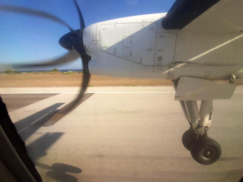 rhodes airport landing dash 8-100