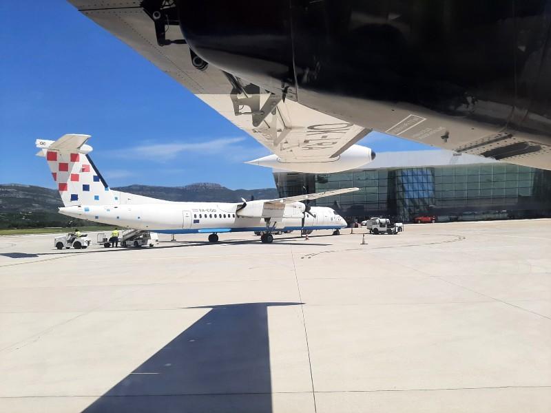 croatia airlines dash 8-400 split airport