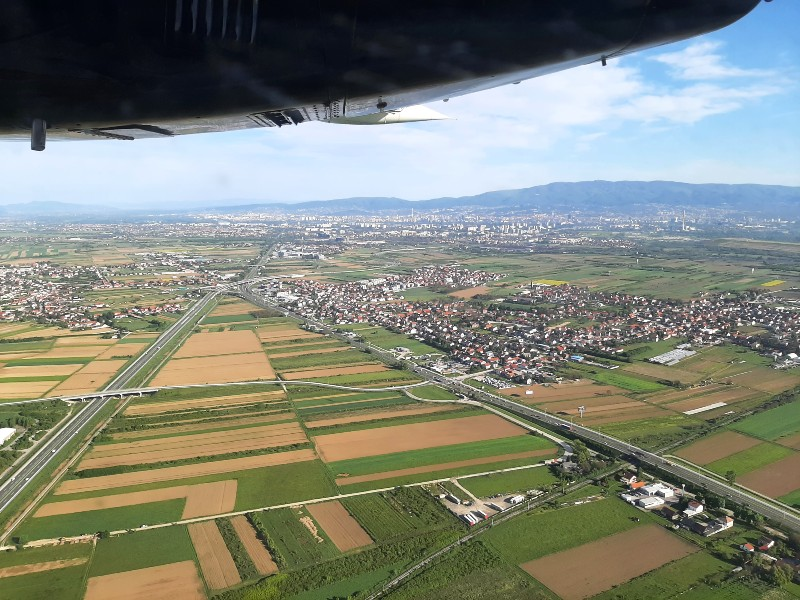 zagreb take-off trade air let l-410 turbolet trade air