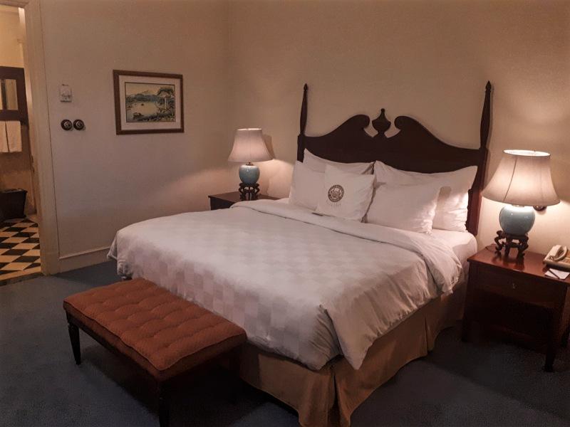 king suite majapahit surabaya