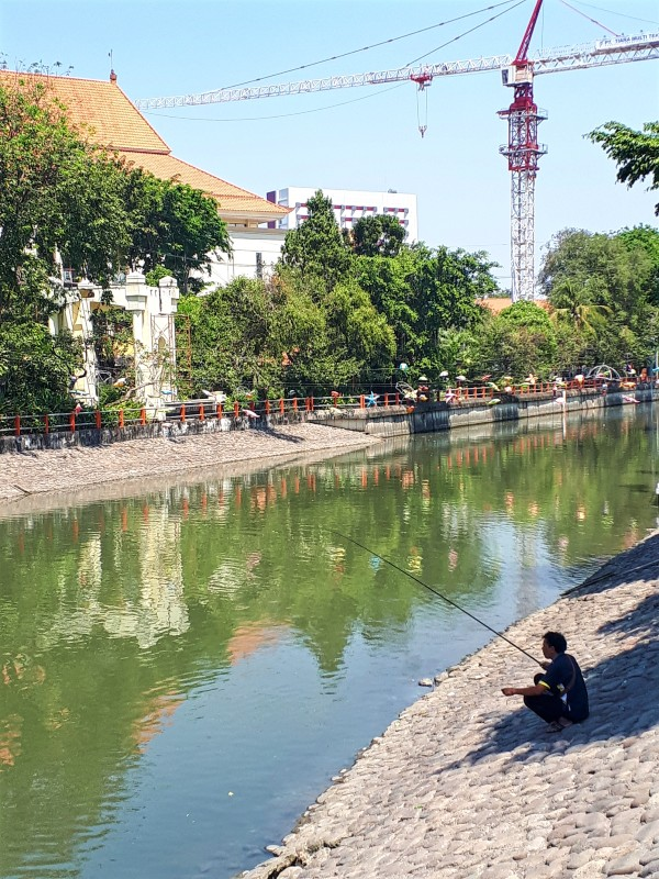 fisherman surabaya riverbank