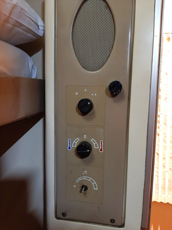 buttons aircon train