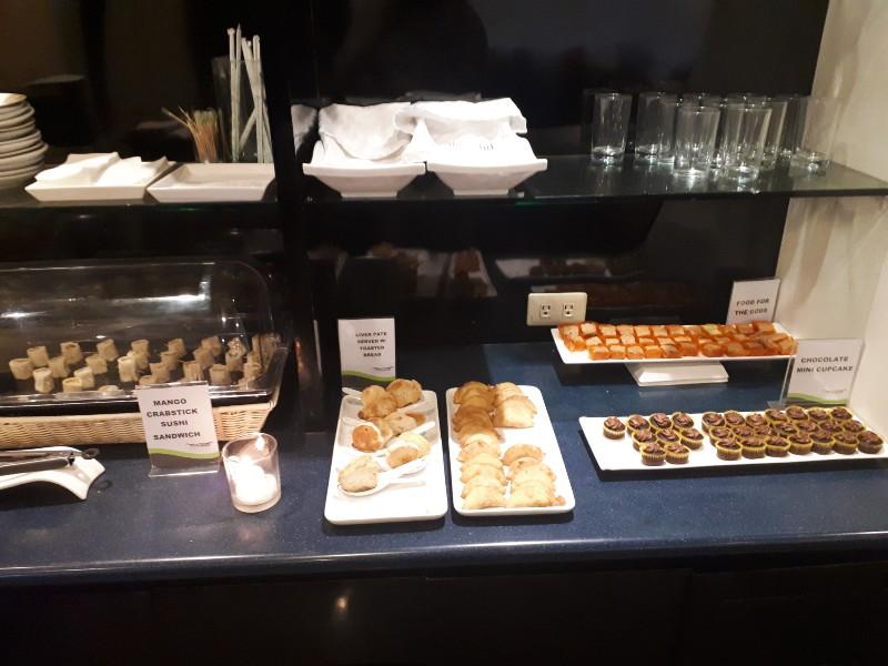 paggs lounge food buffet