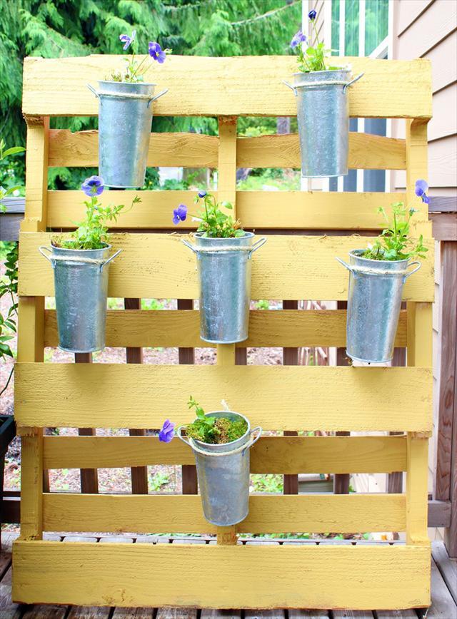 25 DIY Pallet Garden Projects  Pallet Furniture Plans