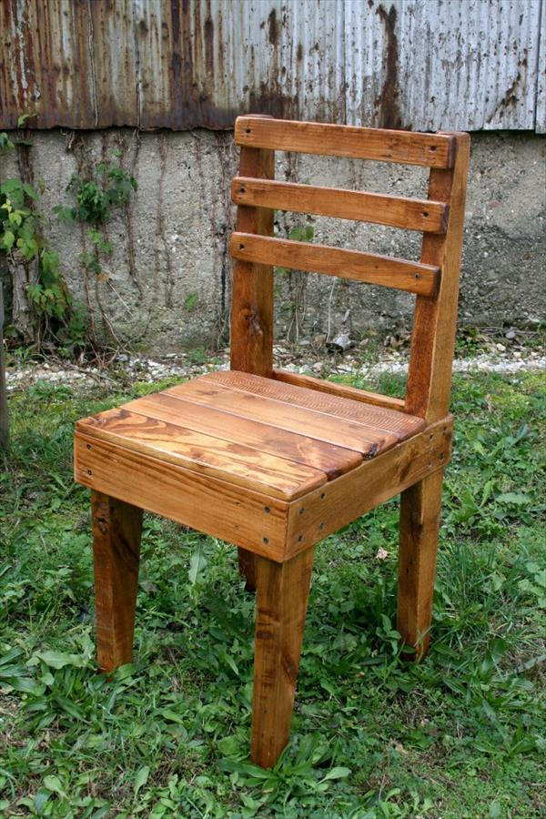 DIY Chairs Out of old Pallets