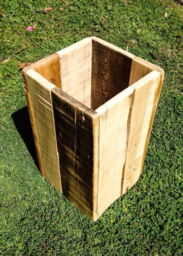DIY Pallet Trash Bin  Pallet Furniture Plans