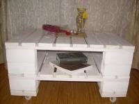 DIY White Stained Pallet Coffee Table | Pallet Furniture Plans